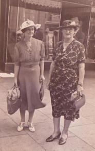 Halbert, Dulcie & Mrs Stratchan (R) fr Lorraine