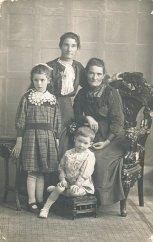 Walker, Ethel McMillan, Ada McMillan Lizzie & Walker, Harold Photo taken in Western Australia, about 1919. fr Eril