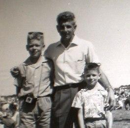 Max, Keith & John BryantGITAL CAMERA