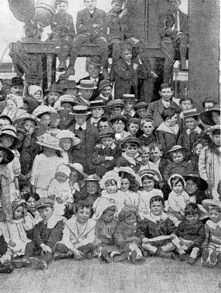 Family arrives Indrapura 1912