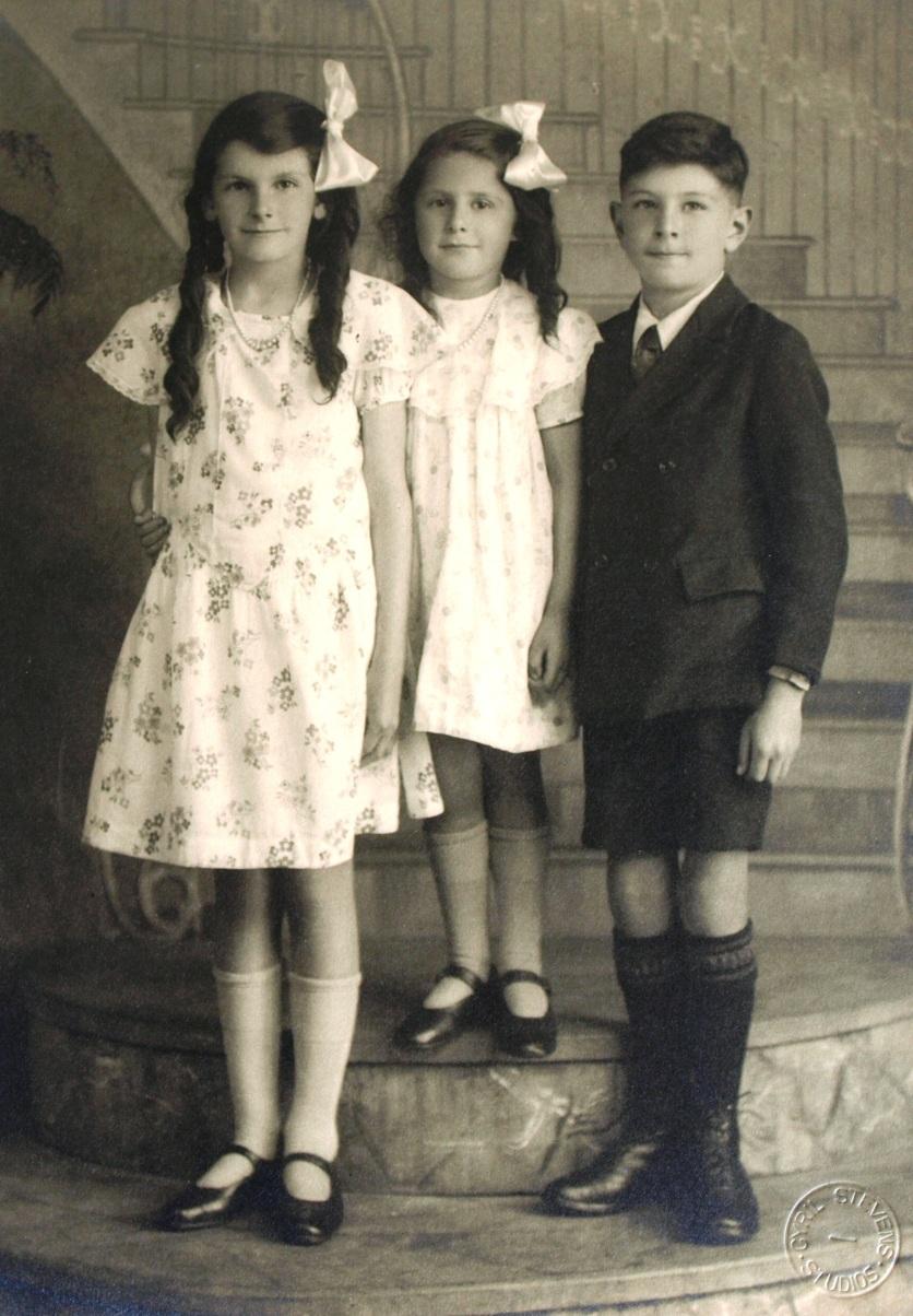 Joyce, Betty & Keith BryantITAL CAMERA